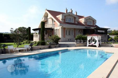 Houses with pools for sale in Basque Country. Spacious villa with a swimming pool and a terrace, Plentzia, Spain
