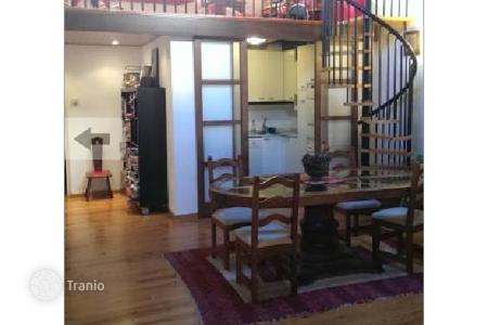 Apartments for sale in Ciutat Vella. Two-level duplex apartment in an old building, in the Gothic Quarter, Barcelona