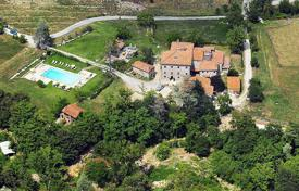 Property for sale in Arezzo. Unique estate Borgo of Faeta, birthplace of Michelangelo Buonarroti, fully equipped for (agro)tourist business, Tuscany, Italy