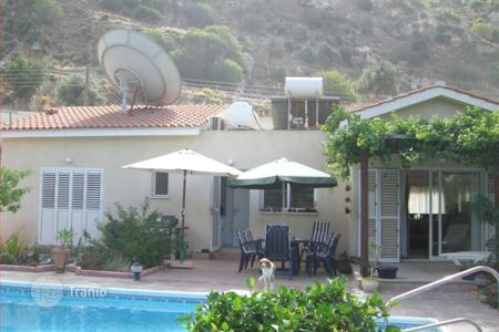 3 bedroom houses for sale in Paphos. 3 bedroom villa in Akoursos