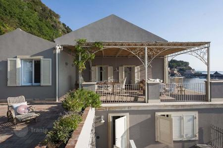 Villas and houses to rent in Sicily. Villa – Taormina, Sicily, Italy