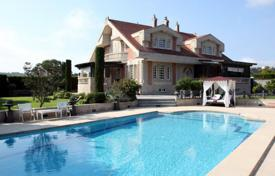 Luxury 4 bedroom houses for sale in Northern Spain. Spacious villa with a swimming pool and a terrace, Plentzia, Spain