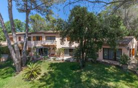 Houses for sale in La Colle-sur-Loup. Close to Saint-Paul de Vence — Large lush parc