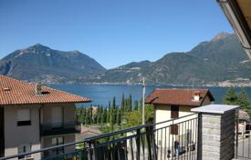 Coastal townhouses for sale in Lombardy. Terraced house – Lake Como, Lombardy, Italy