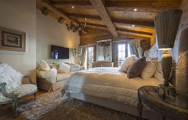 5 bedroom villas and houses to rent in Valais. A comfortable chalet with 5 bedrooms, a living room with a fireplace, a jacuzzi, a sauna, a Turkish bath and a pool, Verbier, Switzerland