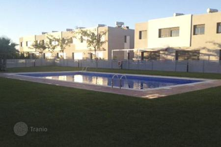 Townhouses for sale in Costa Dorada. Terraced house – Mont-roig del Camp, Catalonia, Spain