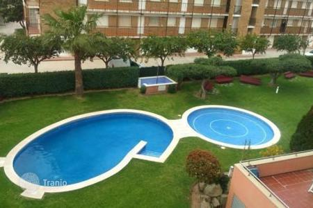 Apartments with pools for sale in Costa Dorada. Spacious apartment near the sea, Cambrils, Spain