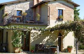 5 bedroom houses for sale in Trequanda. Two-storey villa with an olive grove in the center of Trequanda, Tuscany, Italy