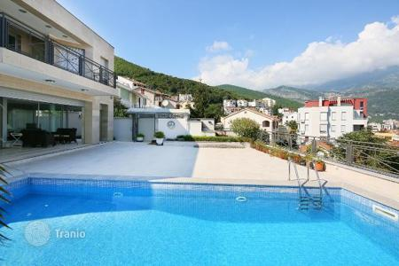 Houses with pools by the sea for sale in Budva. Exclusive family villa with a pool in the centre of Budva