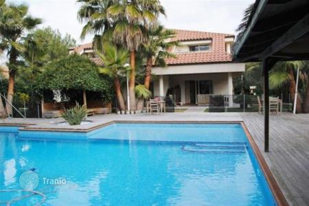 Houses with pools by the sea for sale in Barcelona. Villa – Barcelona, Catalonia, Spain