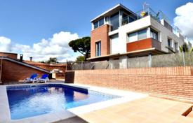 4 bedroom houses by the sea for sale in Castelldefels. Villa – Castelldefels, Catalonia, Spain
