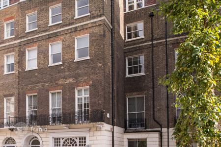 Office buildings for sale in London. The historic office building in London with a 2% yield