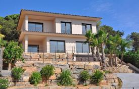 4 bedroom houses for sale in Catalonia. Villa – Santa Susanna, Catalonia, Spain