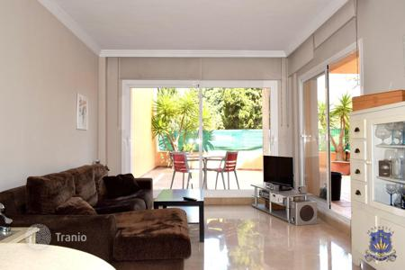 Cheap apartments with pools for sale in Marbella. Fantastic 1 bedroom apartment in Marbella, Elviria