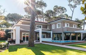 Coastal houses for sale in Tuscany. Contemporary villa with garden and swimming pool, 700 meters from the sea, in Forte dei Marmi, Tuscany, Italy