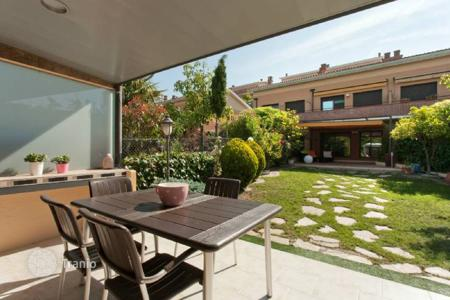 Townhouses for sale in Arenys de Mar. Terraced house – Arenys de Mar, Catalonia, Spain