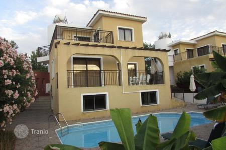 Townhouses for sale in Chloraka. 3 Bed Detached House with Guest Annex