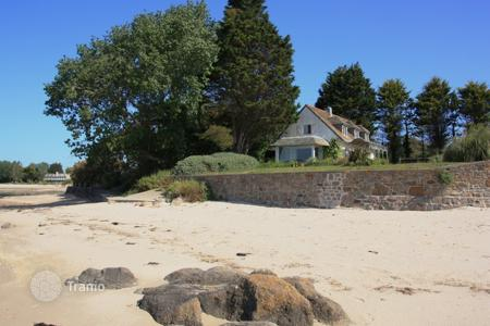 Villas and houses to rent in Normandy. Au Bord de la Mer