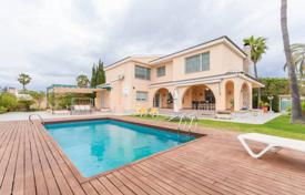 Villas and houses with pools by the sea for sale in Costa Blanca. Furnished villa less than 100 meters from the sea in La Zenia, Alicante, Spain