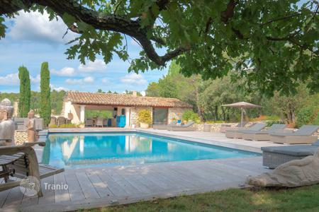 Villas and houses to rent in Gordes. Gordes — Beautiful renovated farmhouse with open view