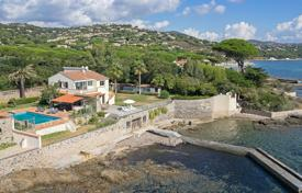 Luxury property for sale in Sainte-Maxime. Close to Saint-Tropez — Waterfront property with pontoon