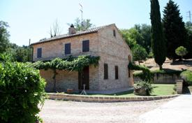 Property for sale in Marche. Lovely country house in Montecosaro, region Marche