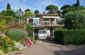 3 bedroom houses by the sea for sale in Lake Garda. Villa – Padenghe sul Garda, Lombardy, Italy