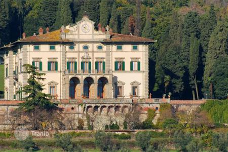 Houses for sale in Florence. The estate of the 19th century with vast areas of land, including forests, vineyards and olive groves in Tuscany