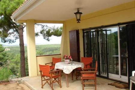 Chalets for sale in Costa Brava. Cozy house with 4 bedrooms in urb. Puig Ventos