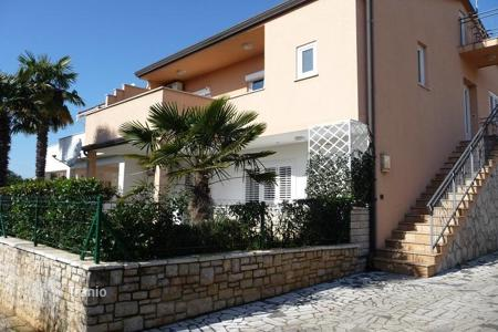 Coastal apartments for sale in Porec. Apartment Poreč on the ground floor with part of garden!