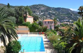 Cheap residential for sale in Côte d'Azur (French Riviera). Spacious seaview apartment with a terrace and a garage in a secured estate with an elevator and a pool, Villefranche-sur-Mer, France