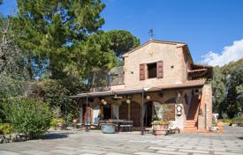 Luxury houses with pools for sale in Rosignano Marittimo. Old-fashioned villa on the beach with swimming pool, olive grove and a large plot in Castiglioncello, Italy