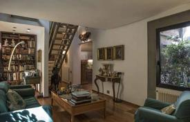 2 bedroom apartments for sale in Tuscany. Two-level apartment with a terrace, Florence, Tuscany, Italy