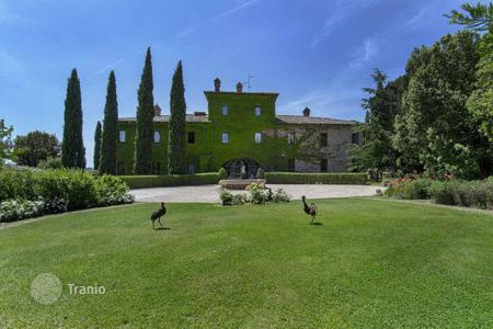 Luxury houses for sale in Castiglione del Lago. This luxury historic mansion with swimming pool and annexes is embedded in a park with views on the border between Umbria and Tuscany