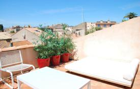 2 bedroom apartments for sale in Saint-Tropez. Saint-Tropez — Duplex in the village