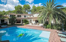 Houses with pools for sale in Provence - Alpes - Cote d'Azur. Comfortable villa with a private plot, a swimming pool, a tennis court and a decorative pond in a safe area, Mougins, France