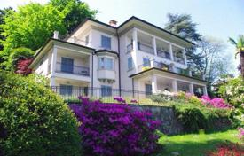 Property for sale in Piedmont. Apartment with a terrace overlooking Lake Maggiore and the Borromeo Islands, Baveno, Italy