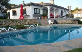 3 bedroom houses for sale in Benalmadena. The villa is located in a very good peaceful area of Benalmadena