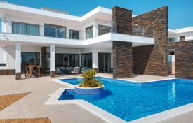 4 bedroom houses for sale in Portugal. Contemporary 4 Bedroom Villa with Huge Pool and Sea Views, Pêra