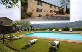 Property for sale in Radicofani. Villa – Radicofani, Tuscany, Italy