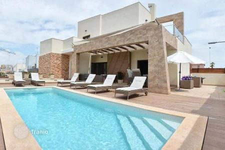 Houses with pools by the sea for sale in Costa Blanca. Spacious newly built villas