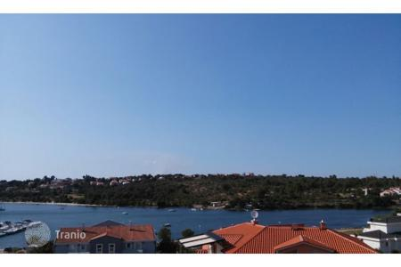 Apartments for sale in Premantura. Premantura Surrounding Luxurious apartment with 3 bedrooms, sea view