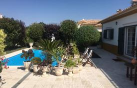 Houses with pools for sale in Setubal. Villa with a pool and a terrace, Setúbal, Portugal