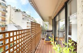 3 bedroom apartments for sale in Paris. Paris 16th District – A near 108 m² apartment with a balcony