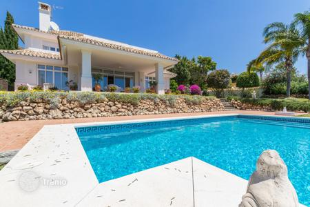 4 bedroom houses for sale in Andalusia. Villa for sale in La Quinta, Benahavis