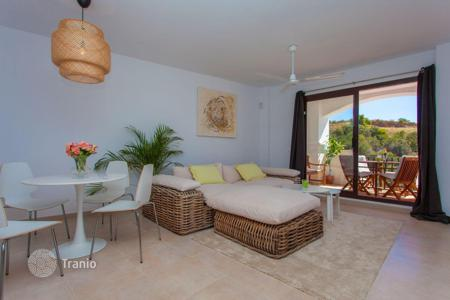 Cheap property for sale in Costa del Sol. Furnished apartment with a panoramic view of the sea and the mountains, in a prestigious district, near the center of Marbella, Spain