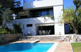 Residential for sale in Castille and Leon. A ZONE — 3 storey villa near the forest