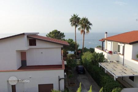 Coastal property for sale in Italy. Apartment with panoramic sea views in a residential complex with private access to the beach, 20 meters from the sea in Briatico, Italy