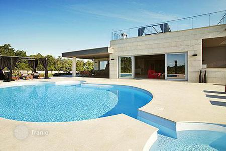 Luxury houses with pools for sale in Croatia. Luxury villa in central Istria