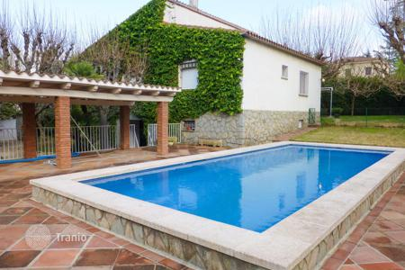4 bedroom houses for sale in Catalonia. Villa with tennis court and swimming pool in San Cugat